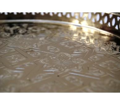 Plateau en argent gravé