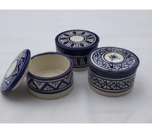 Trois petits pots à épices motifs traditionnels marocains
