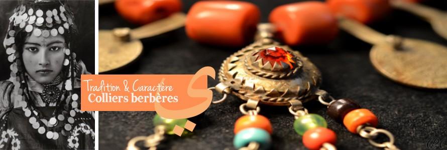 Colliers, boucles d'oreilles, bracelets, bagues: les femmes marocaines arborent beaucoup de bijoux, mixant les accessoires en argent avec des bijoux berbères.